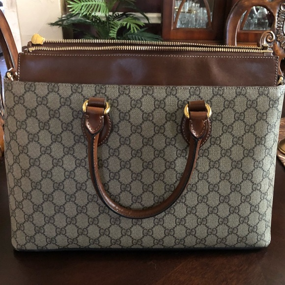 Gucci Handbags - Authentic Gucci purse